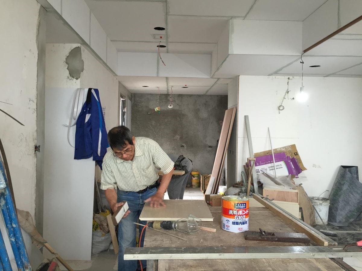 低甲醛、高品質的黏著劑讓木工在施工時,也能擁有良好的工作環境。