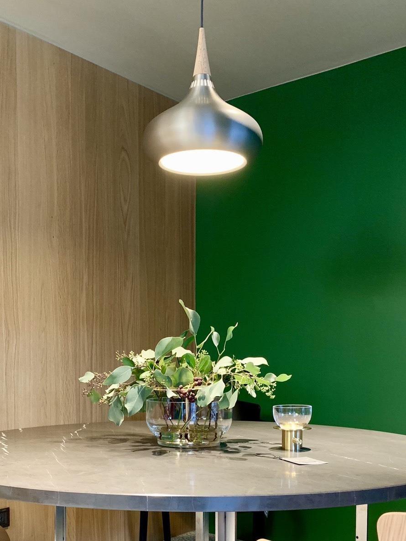 綠色是Jaime Hayon個人很喜歡的色彩,選擇一面主視覺牆,搭配上橡木實木,讓角落畫面更出眾。