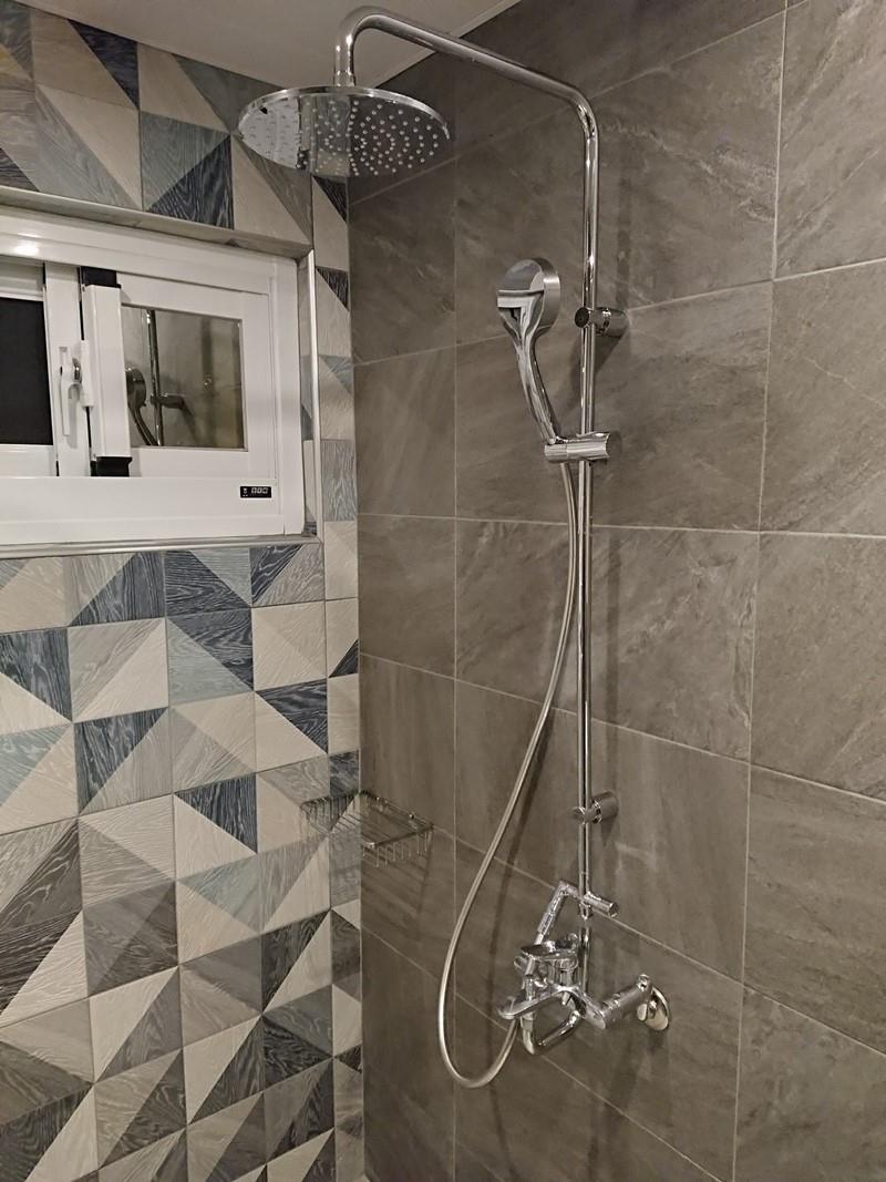 浴室花灑桿。
