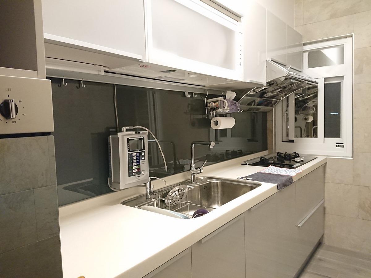 廚房改造後。