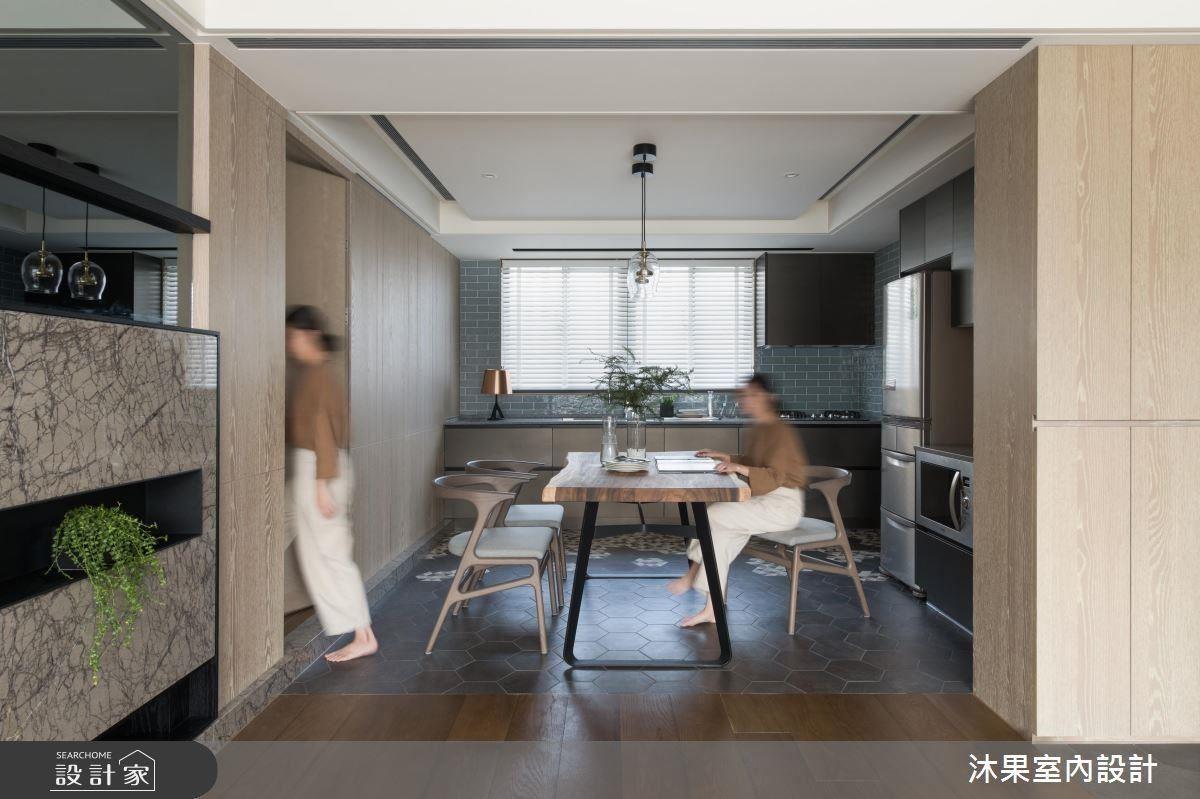 沐果設計的主持設計師于大緯,利用縝密的設計思維,在僅 20 坪的中古屋創造行雲流水的動線與舒暢的空間分配。
