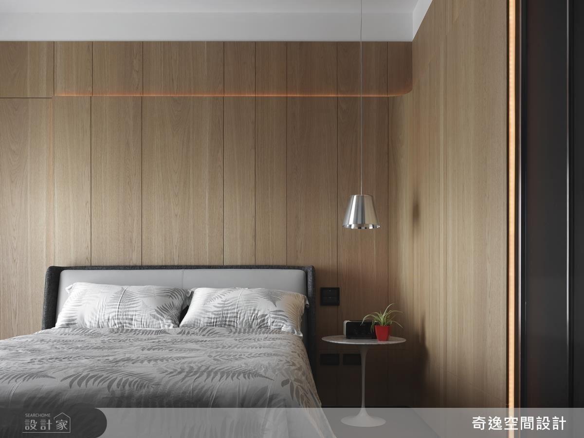 孝親房以木質立面結合間接燈帶,勾勒柔和溫潤的寢居空間。