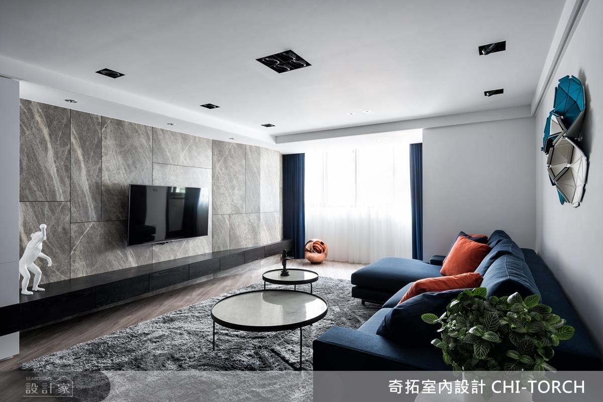 客廳電視牆選用大理石紋理的美耐板,層次堆疊鋪敘場域質感。