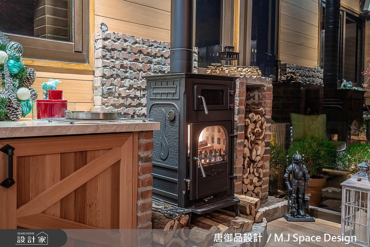 小木屋規劃烤爐,營造國外愜意氛圍的生活底蘊。