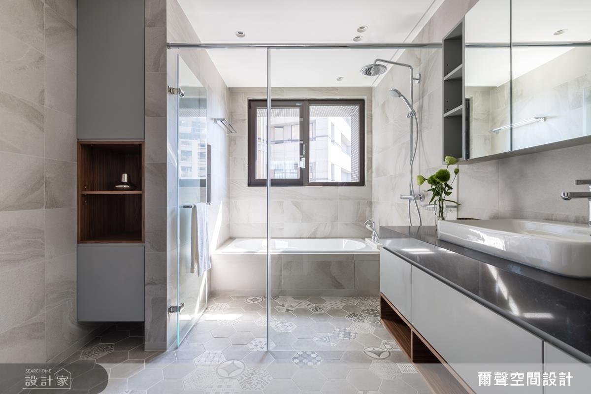 衛浴地面以六角幾何紋路磁磚排列,讓空間質感豐富有層次。