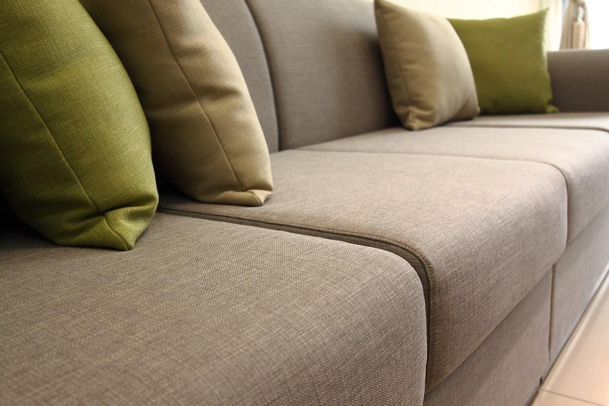 你有注意過沙發軟硬度、背靠距離和家人年齡之間的關係嗎?