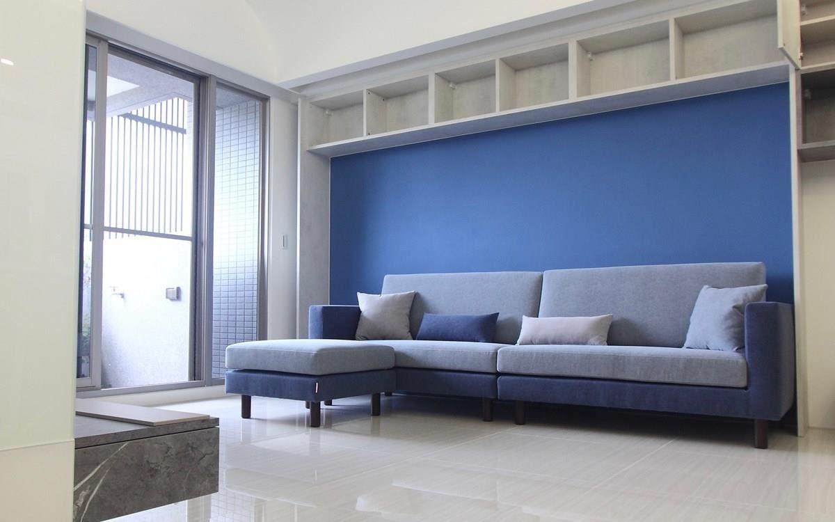 顏色搭配法須要有整體性,同色系的深、淺搭配法是營造視覺協調感的好方法。