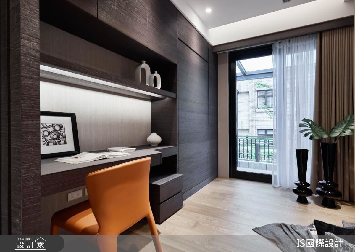 和室型式的書房空間提供屋主閱讀辦公,也可成為彈性客房使用。