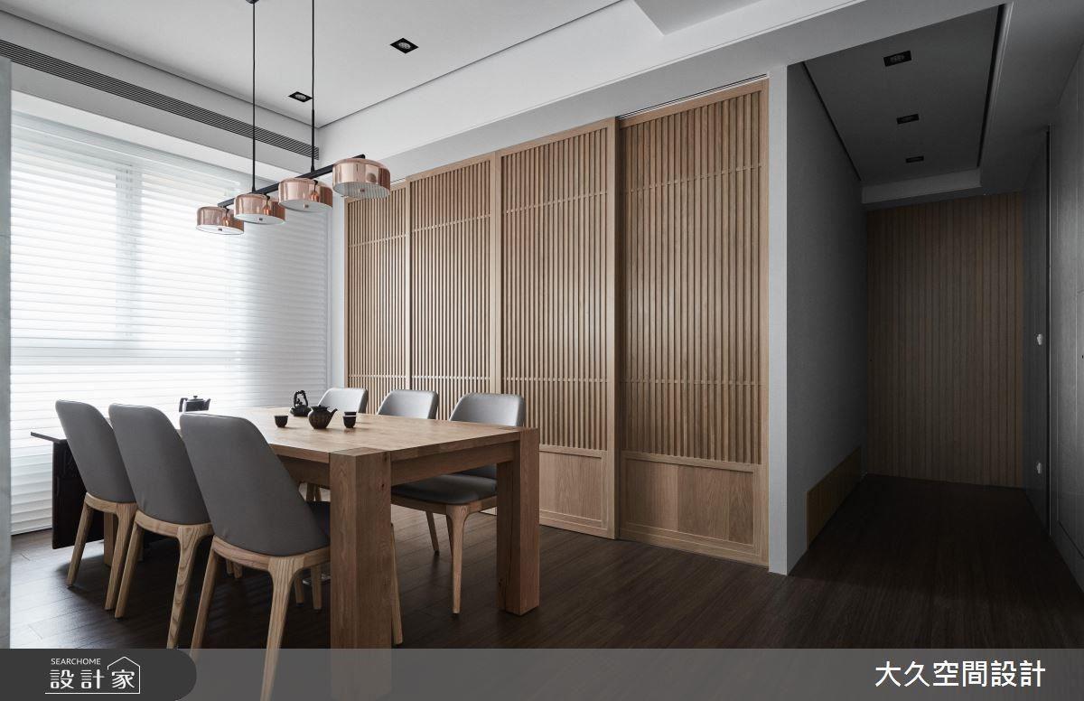 茶室藉由木格柵拉門圍塑日式風格,詮釋出溫和樸實感受。