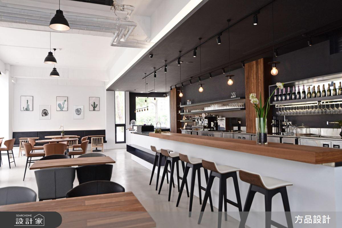 三姊妹一起開店!徜徉草地綠意的純白複合式咖啡館