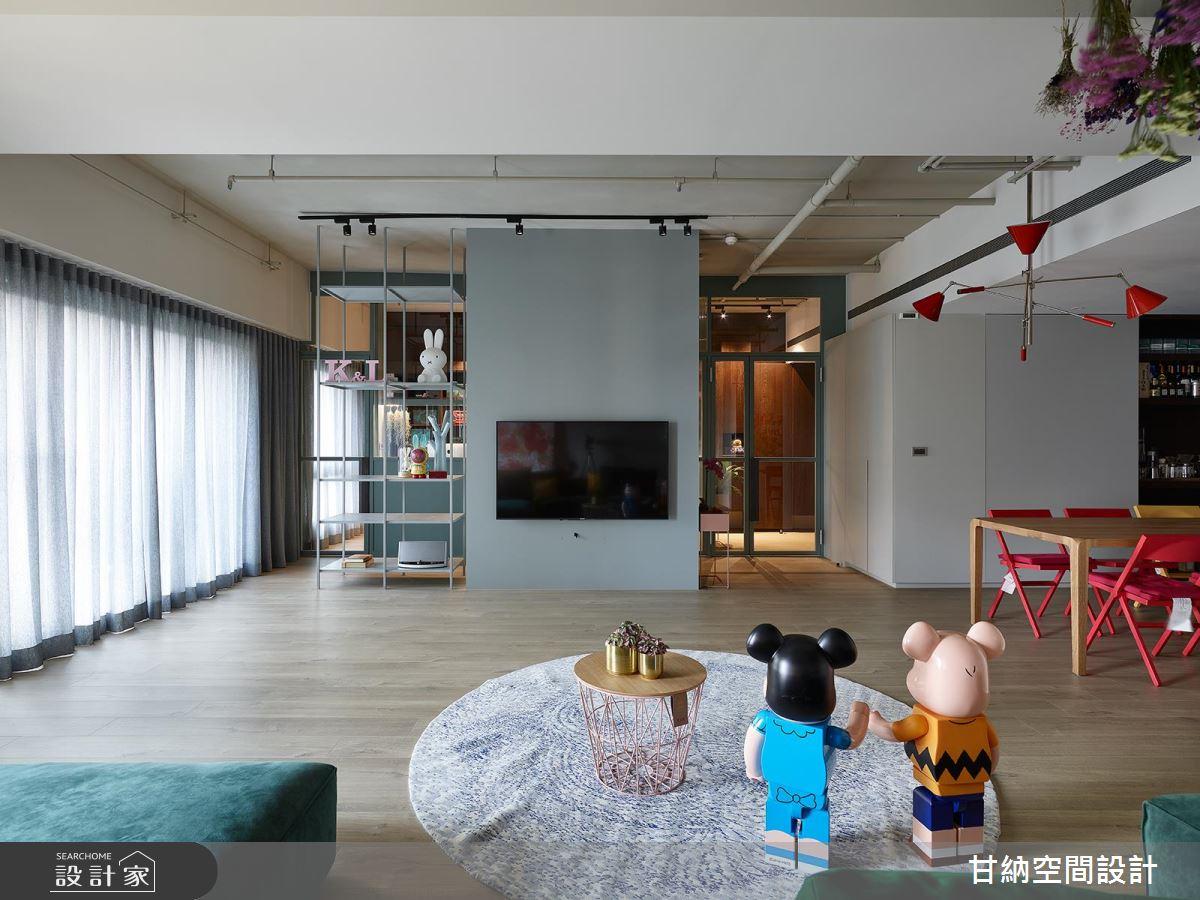 夫妻倆的玻璃書房時光,用普普風色調 + 設計家具點綴質感生活!