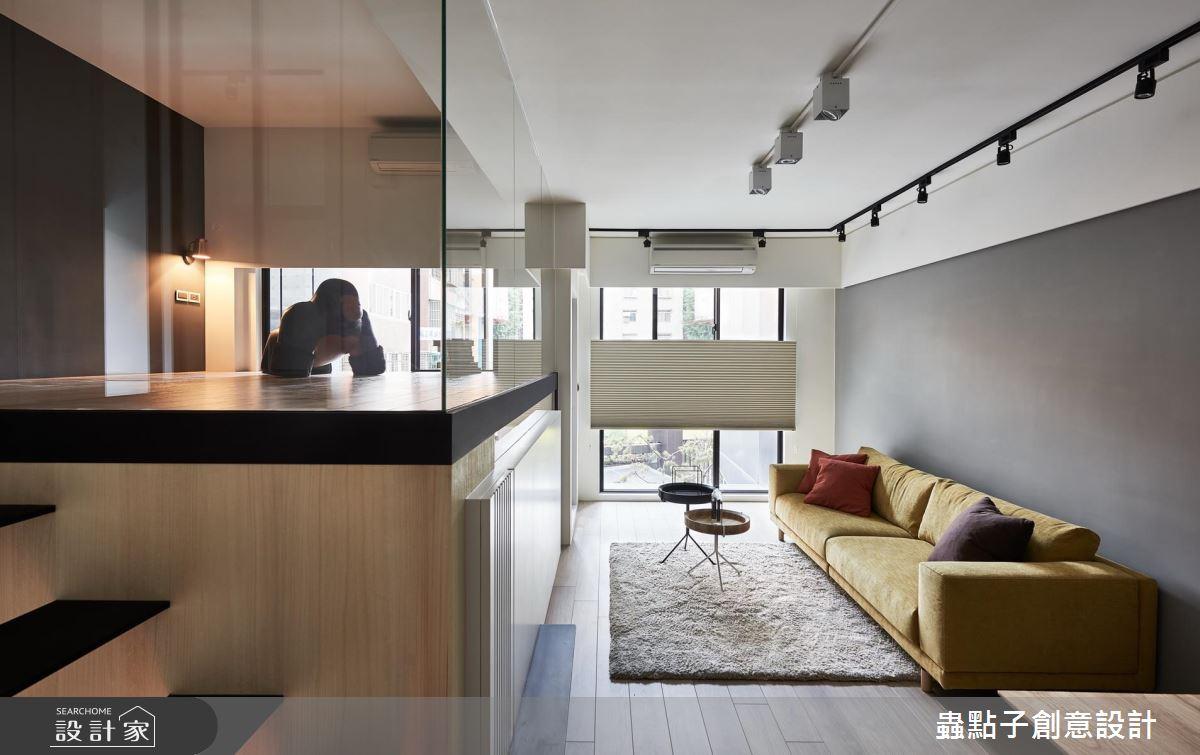 樓梯這樣設計,10 坪複層小宅,2 房 2 廳、1 家 4 口沒問題