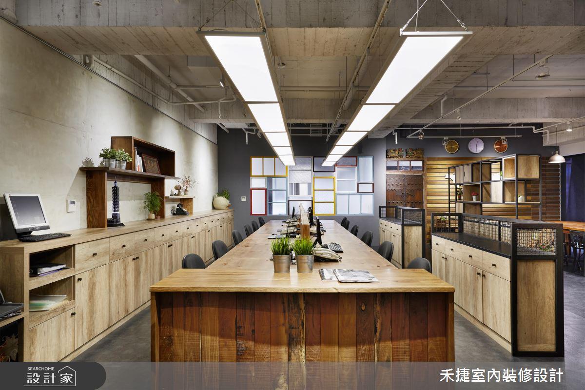 老件魅力無法擋!古董家具發燒友的 52 坪工業風辦公室