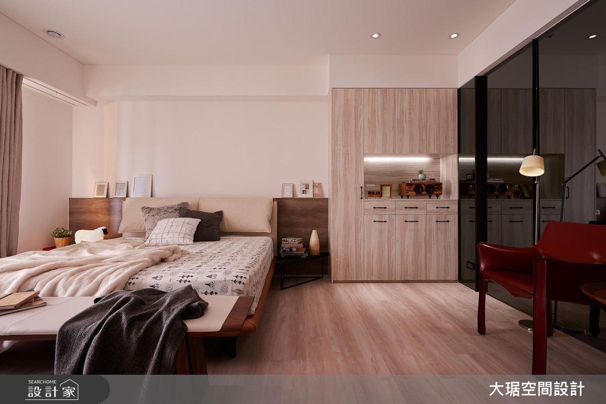 超完美單身套房!包辦廚房、起居、衛浴的 13 坪大房間