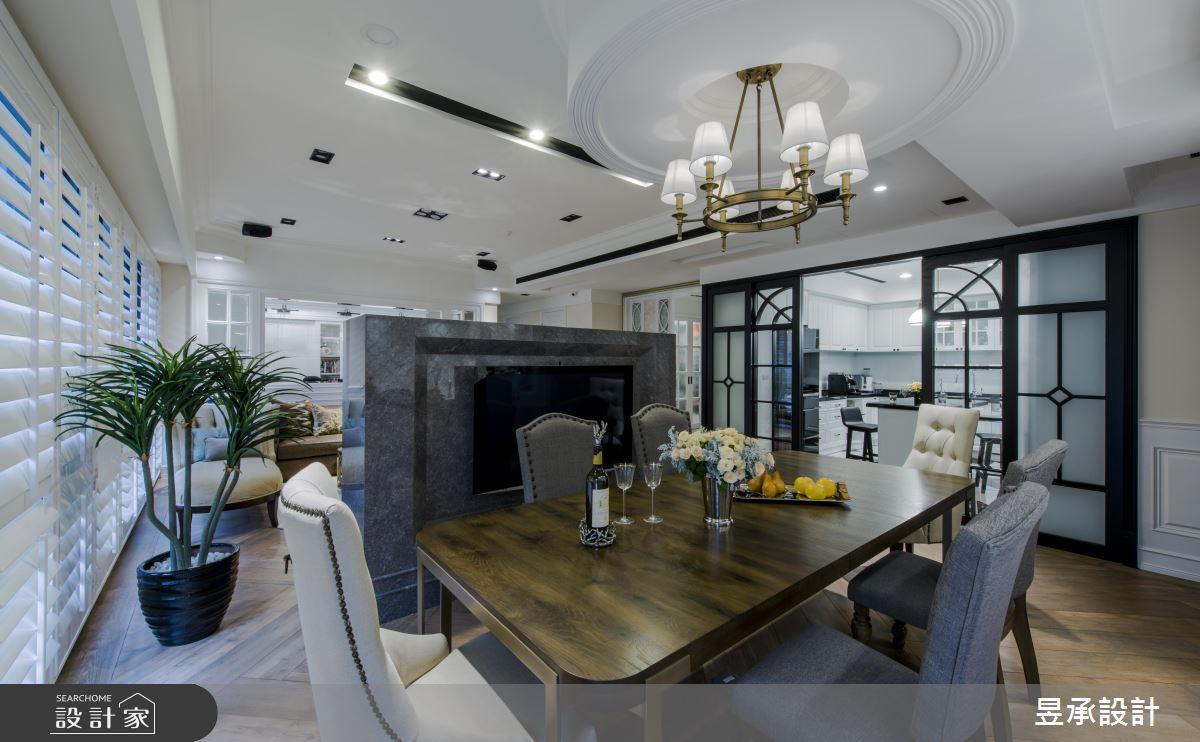 美式風的低調奢華,餐廳區一旁的廚房,採用了圓拱造型的玻璃拉門,在料理時關閉拉門避免油煙四溢,即使拉上拉門,空間視線依然寬敞通透。