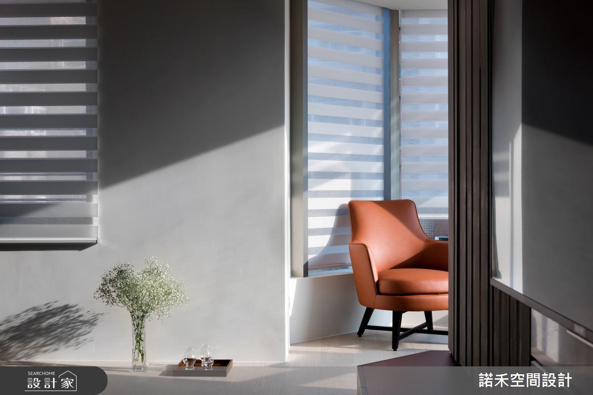 一種簡約的奢華  就在客廳那面好採光六角窗下