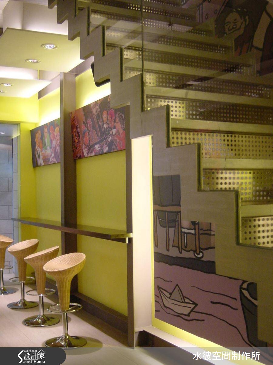 一樓等待區藤式 bar 椅營造休閒感