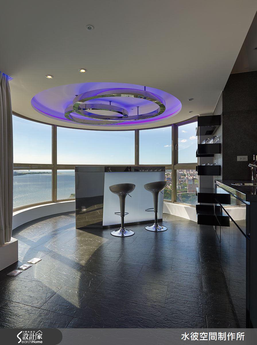 主臥浴室變異為吧台,360度的環景與客人分享。