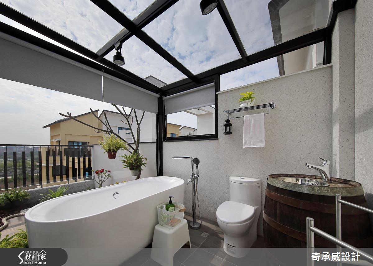 用金色日光沐浴 由綠意編織的 90 坪透天玻璃屋