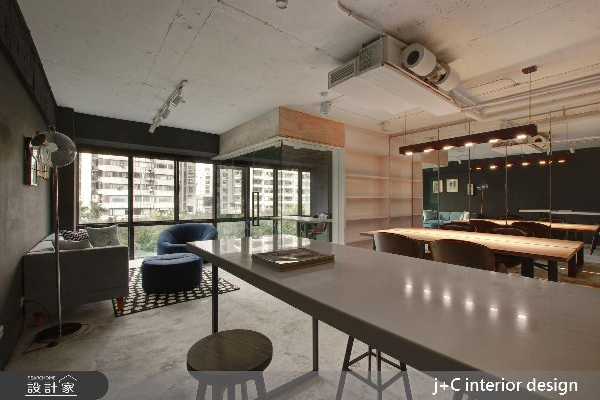 這個辦公室設計很養眼!打造在玻璃樹屋工作的美好想像