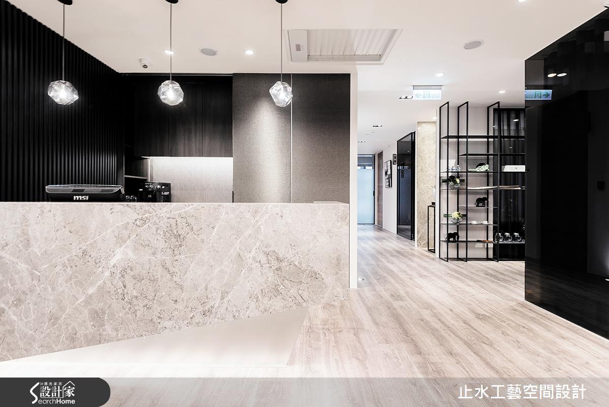 把辦公室變成時尚診所!70 坪中古屋的商空設計對策