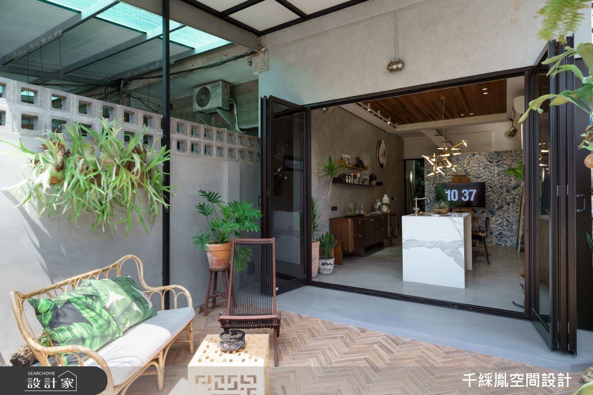 長型老屋整裝再出發!敞開大門,變身設計師的日光工作室