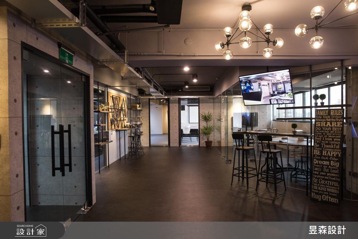 辦公室這樣設計太犯規!讓你每天走進 Loft 風咖啡店上班
