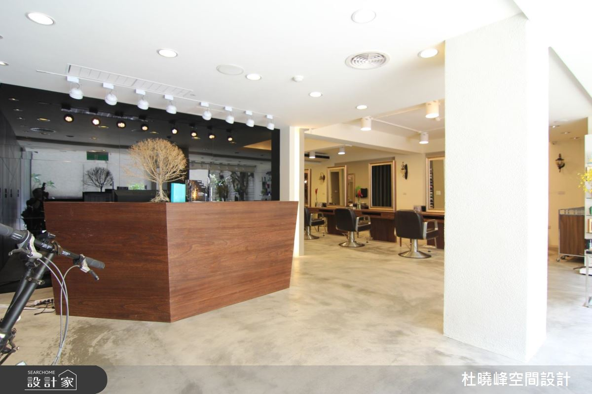 時髦度全面升級! 老屋翻新60坪工業風時尚髮廊