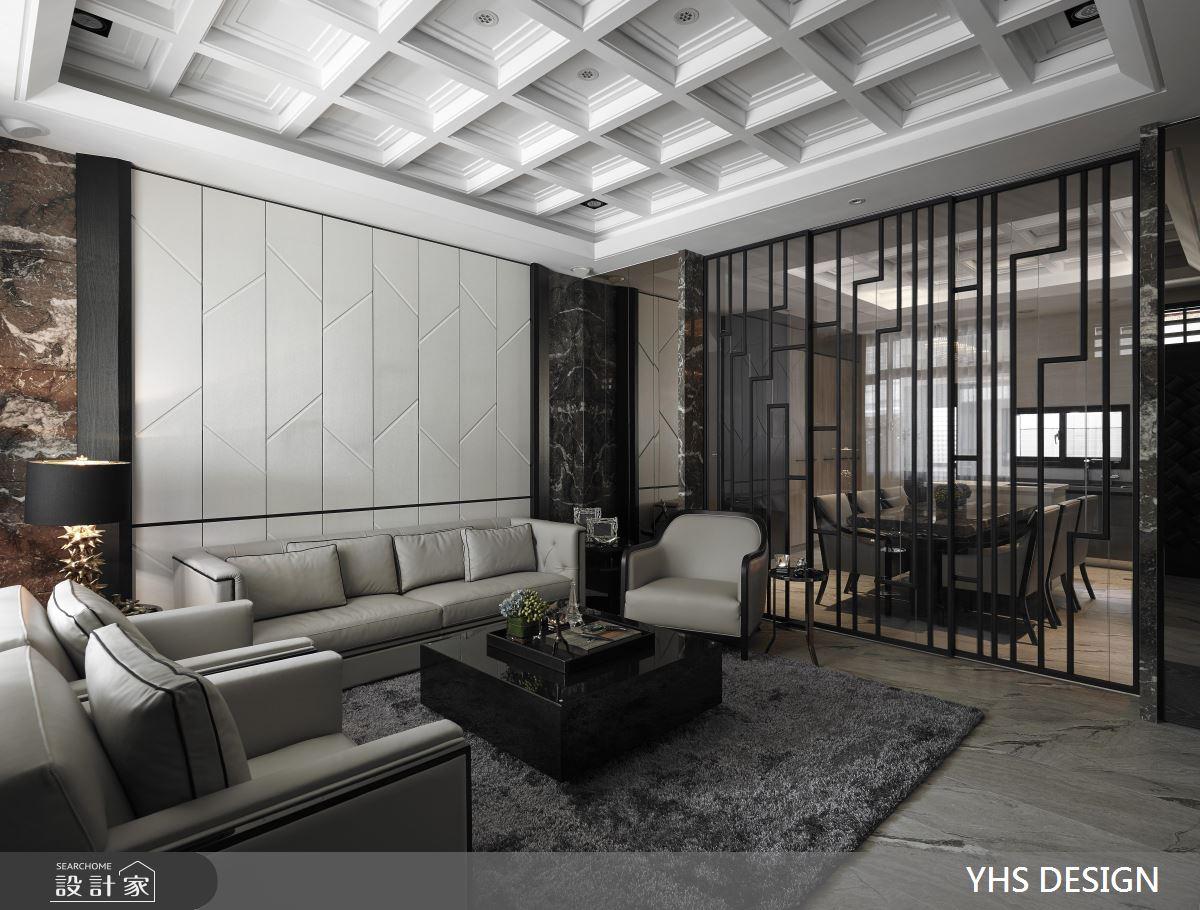 黑白灰三色作為空間基底,營造現代簡約中的低調奢華氣息,客廳與一旁的餐廳區,隔間牆面以鐵件與玻璃取代,線條造型的鐵件成為空間中的視覺焦點。