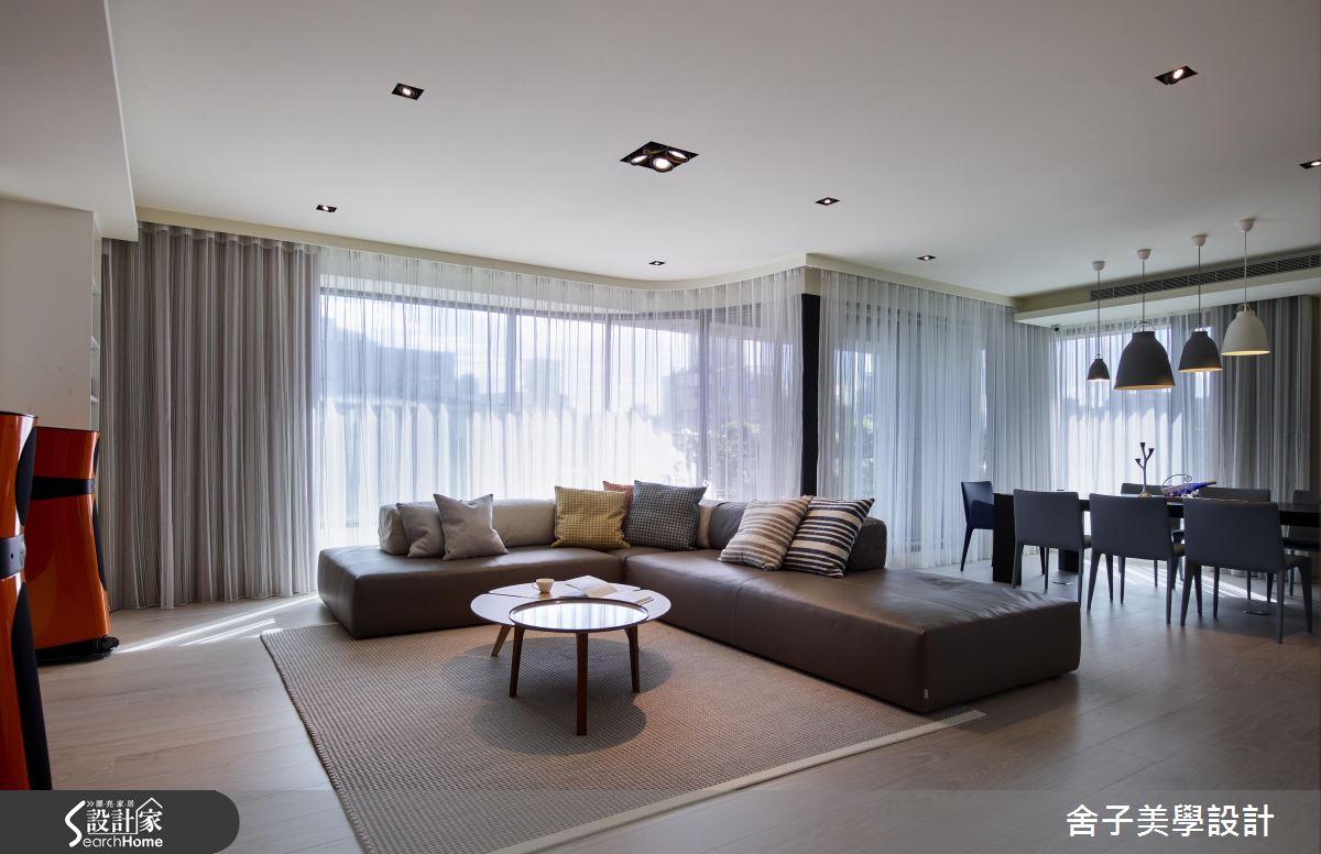 打通格局 納進採光 現代風雙併大宅的靈活視野