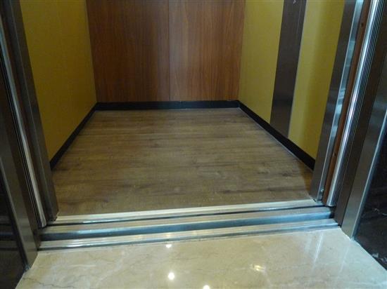 Robina 羅賓地板-SG-O118RC 鋸切橡木(窄版)-SG-O118RC 鋸切橡木(窄版),Robina 羅賓地板,超耐磨木地板